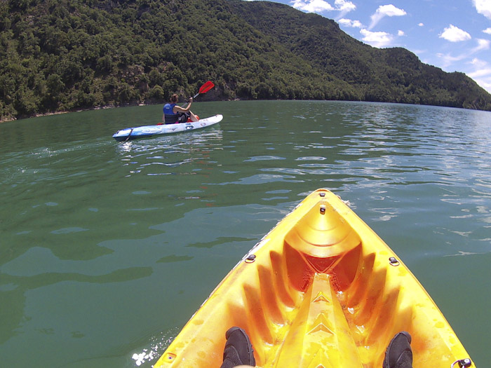 Kayaking in La Baells Reservoir, Berga, Catalaanse Pyreneeën - AllinMam.com