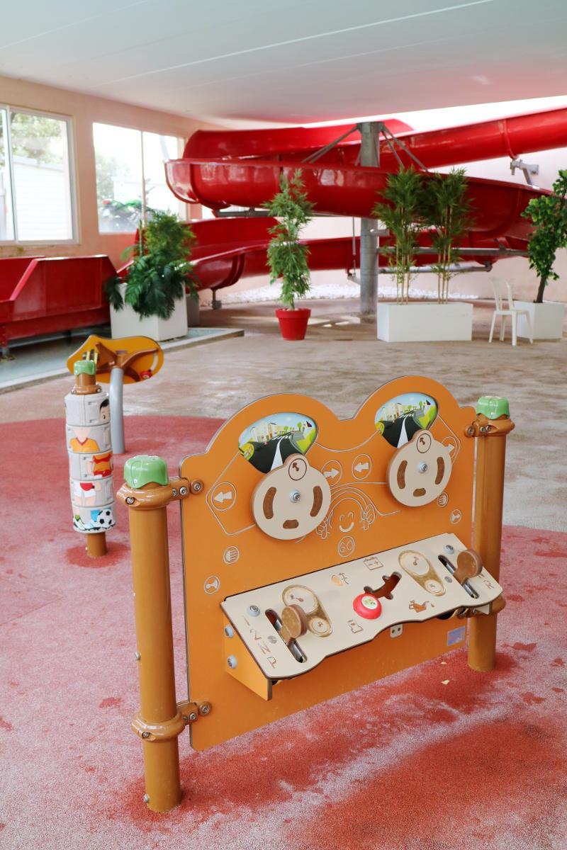Sûnelia camping binnenzwembad en glijbaan - AllinMam.com