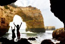 Photo of Praia de Albandeira en Estaquinha; juweeltjes aan de Algarve