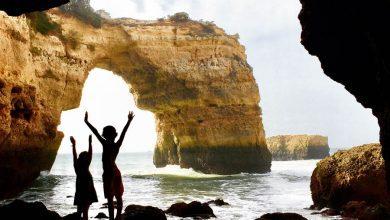 Photo of Praia de Albandeira en Estaquinha; juweeltjes aan de Algarve
