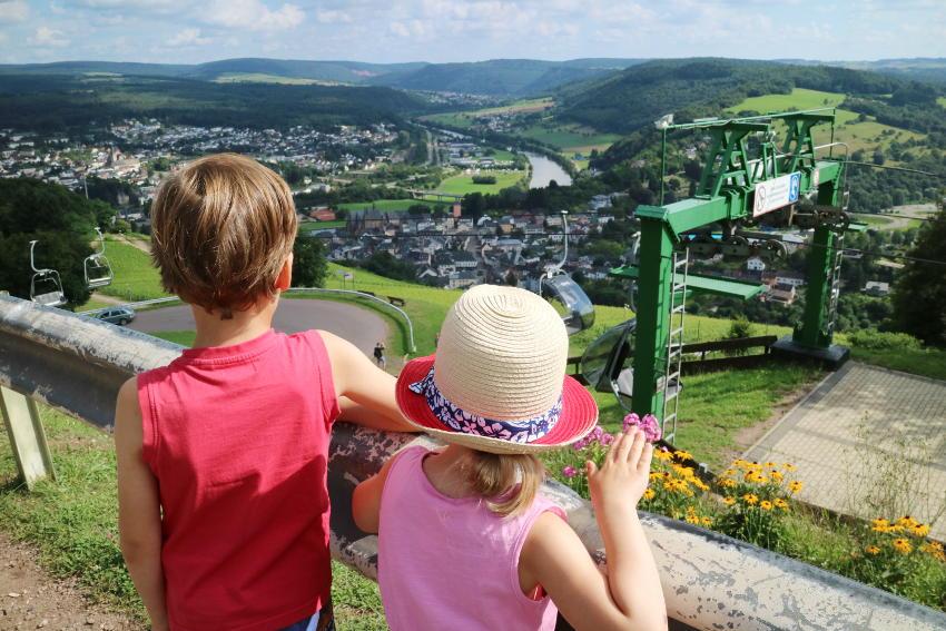 Landal Warsberg; uitzicht op Saarburg - AllinMam.com