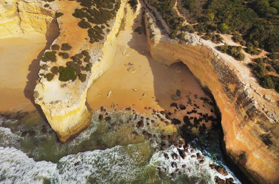 Carvoeiro en haar verborgen plekjes Praia do Barranquinho - AllinMam.com