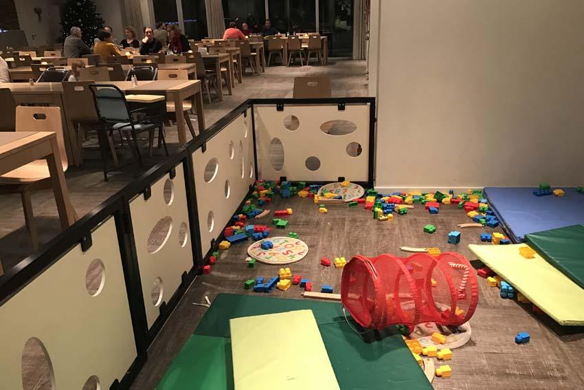 Vayamundo Houffalize speelhoek in buffetzaal - AllinMam.com