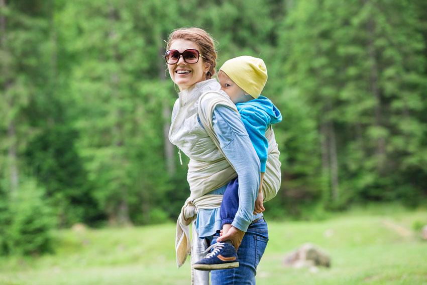 wandelvakantie met kind in draagdoek - Een wandelvakantie met kinderen? Niet twijfelen, doen! - AllinMam.com