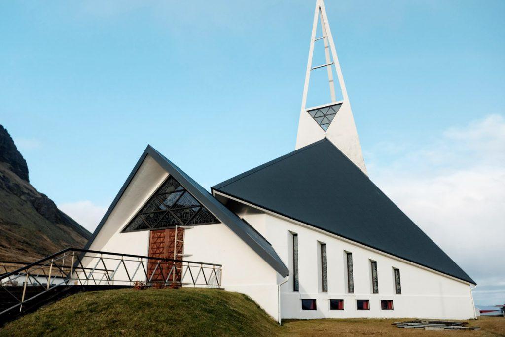 Ólafsvíkurkirkja Olafsvik kerk Snaefellsnes tips IJsland Reislegende- Reislegende.nl