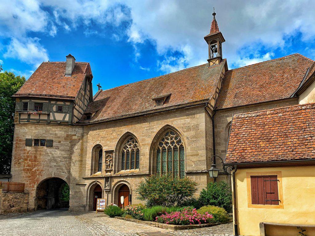 Bezienswaardigheden in Rothenburg ob der Tauber St. Wolfgangskirche Duitsland Romantische Strasse - Reislegende.nl