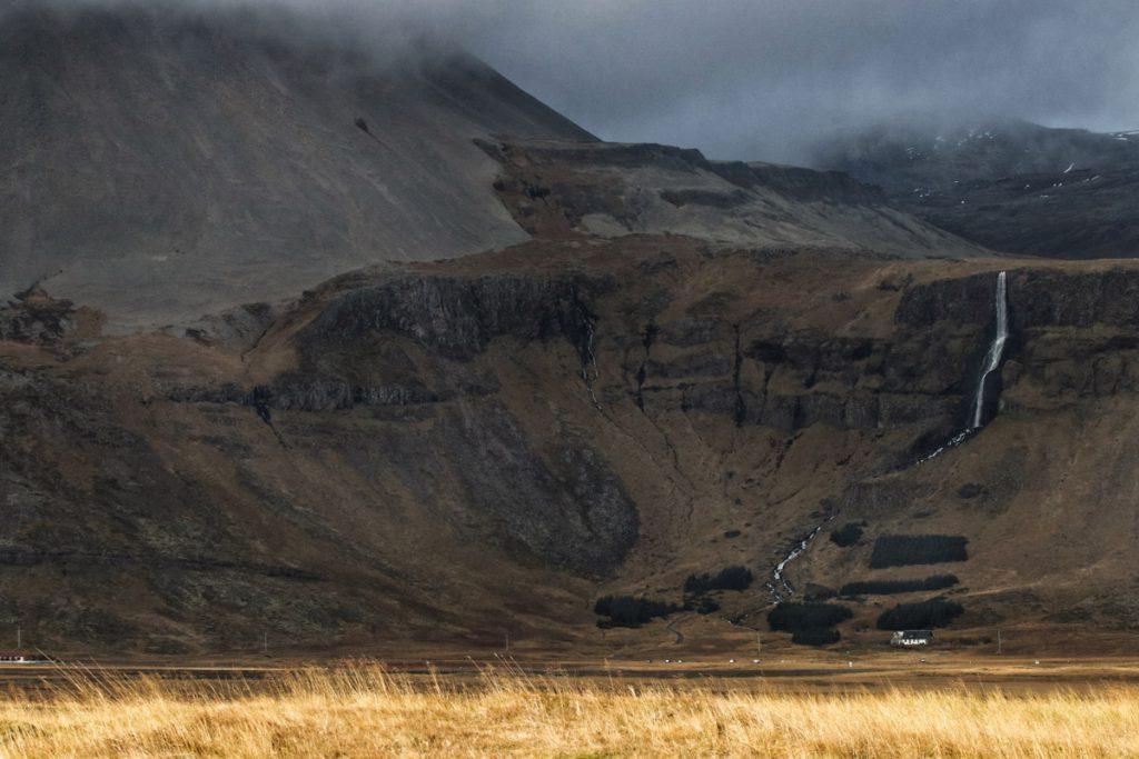 Bjarnarfoss waterfall Snaefellsnes bezienswaardigheden IJsland Reislegende- Reislegende.nl