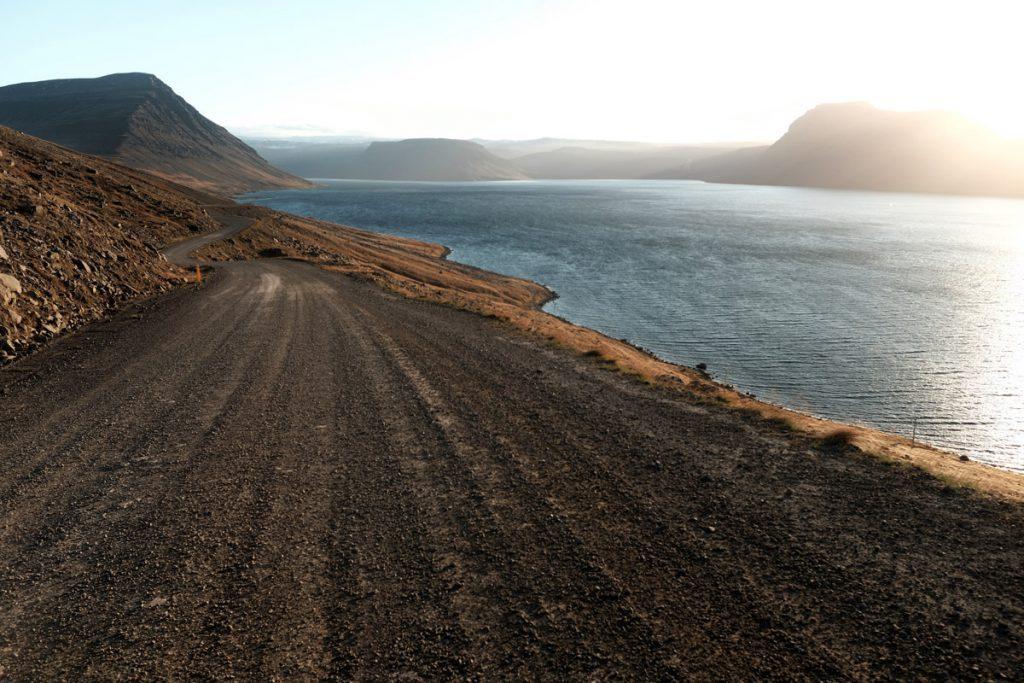 Conditie van road 60 in de Westfjorden tips voor roadtrip IJsland Reislegende - Reislegende.nl