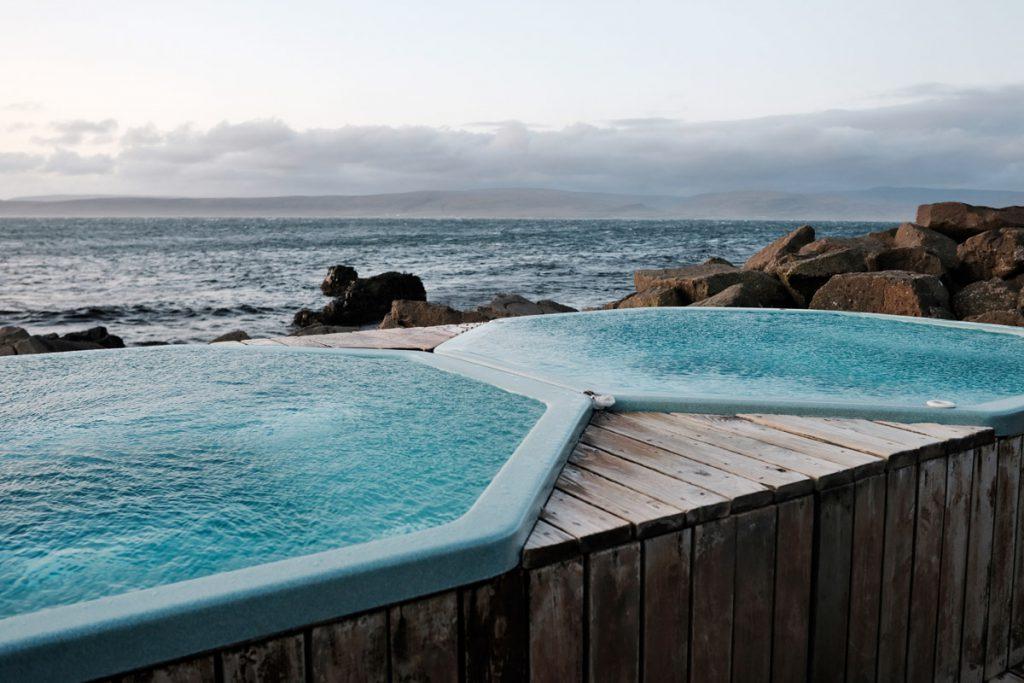 Drangsnes hot pots aan zee Westfjorden IJsland Reislegende - Reislegende.nl