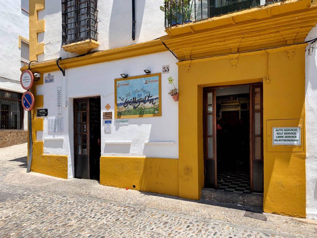 Tapas eten bij Bar El Lechuguita - Ronda eettip - Wandelen in Ronda, route langs 22 bezienswaardigheden - Reislegende.nl