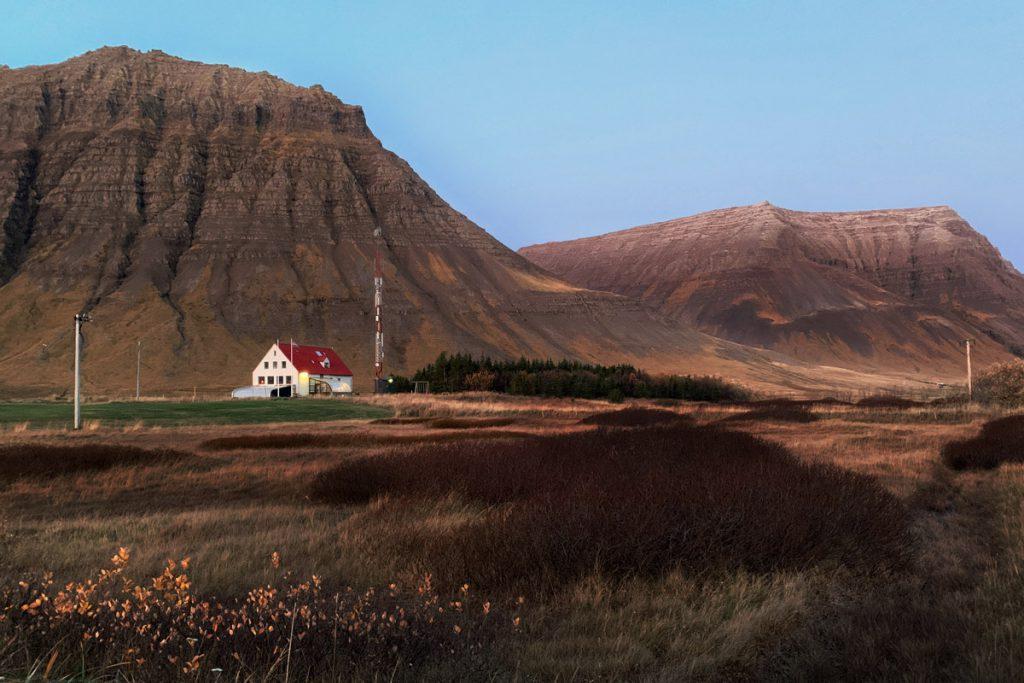 Flateyri accommodatie roadtrip Westfjorden IJsland Reislegende - Reislegende.nl