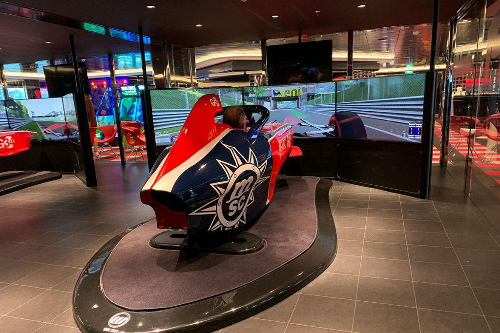 Formule 1 simulator op MSC Grandiosa - Reislegende.nl