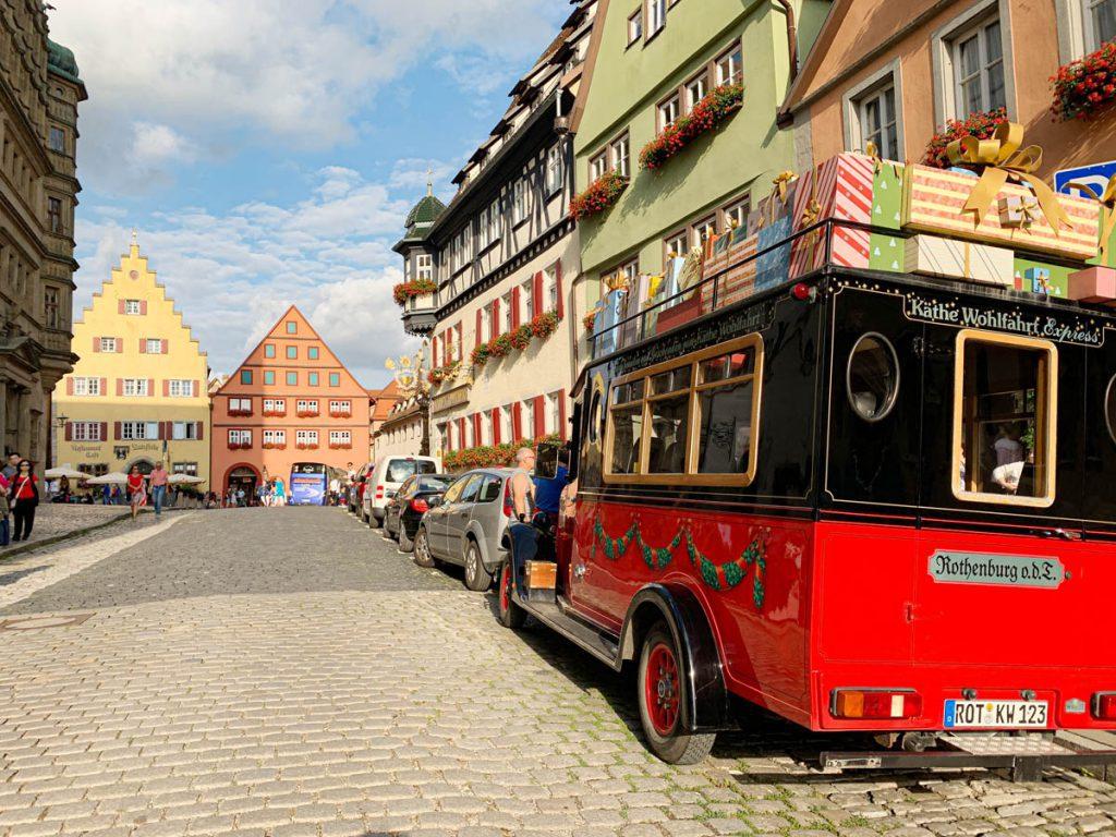 Herrngasse Marktplatz Bezienswaardigheden in Rothenburg ob der Tauber Romantische Strasse Duitsland - Reislegende.nl