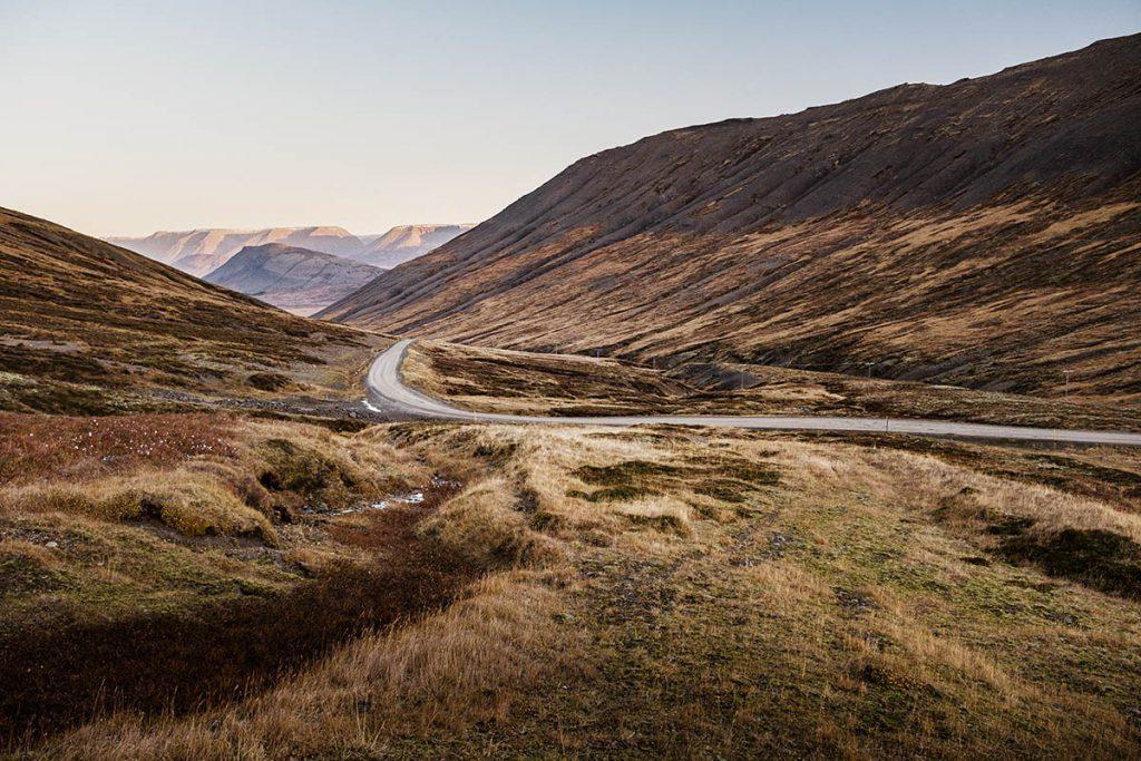 Hrafnseyrarheiði road 626 in IJsland: bergpas in de Westfjorden die je niet mag missen - Reislegende.nl