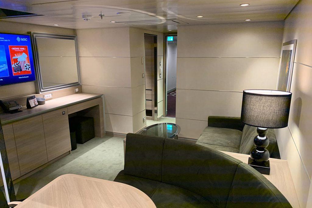 MSC Grandiosa Duplex Suite living - Reislegende.nl