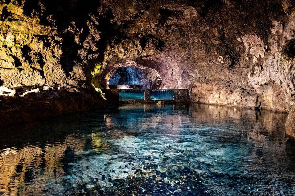 São Vicente Caves op Madeira, door lava uitgesleten gangen - Reislegende.nl