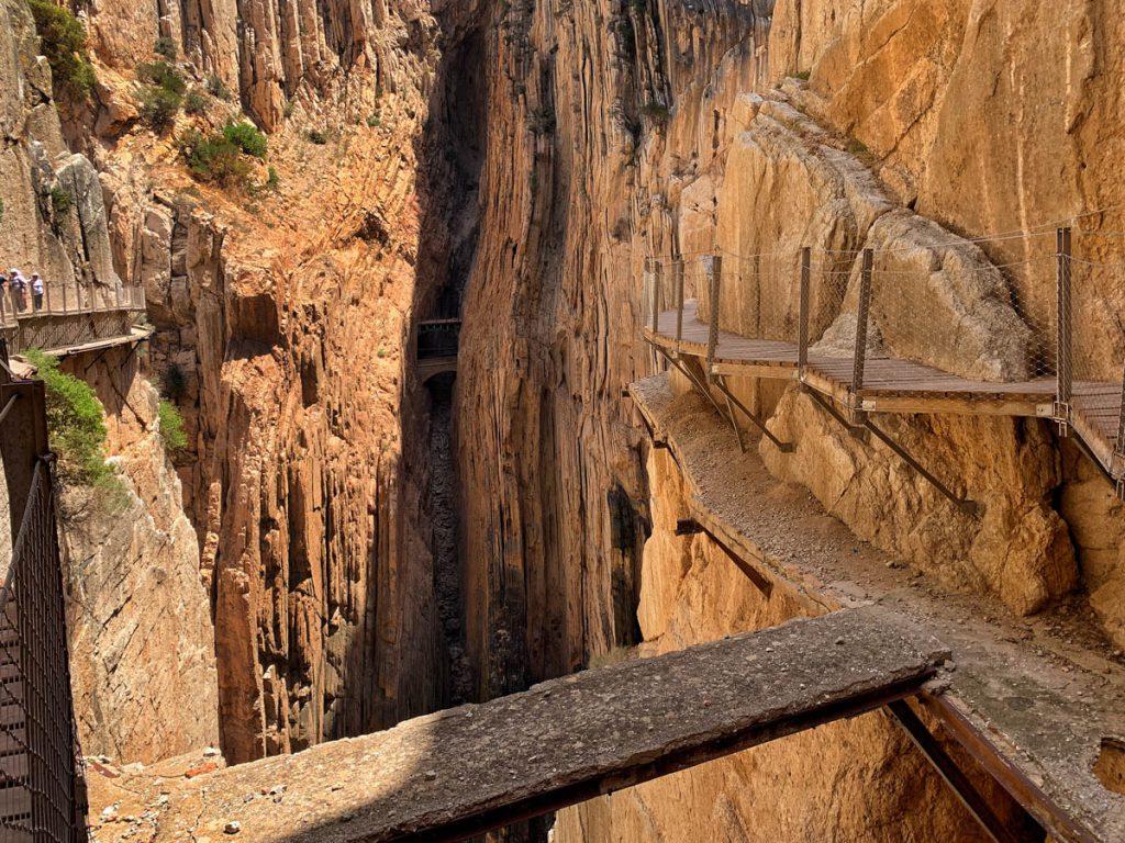 Oude brug in kloof, Caminito del Rey wandelpad Andalusië - Reislegende.nl