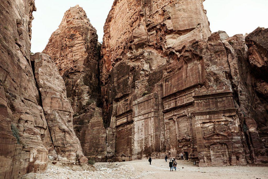 Street of Facades - Tips voor een bezoek aan Petra, wereldwonder in Jordanië - Reislegende.nl