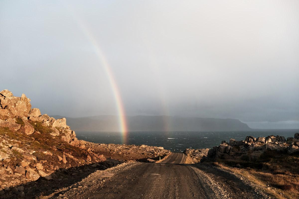 Regenboog Westfjorden IJsland roadtrip Reislegende - Reislegende.nl