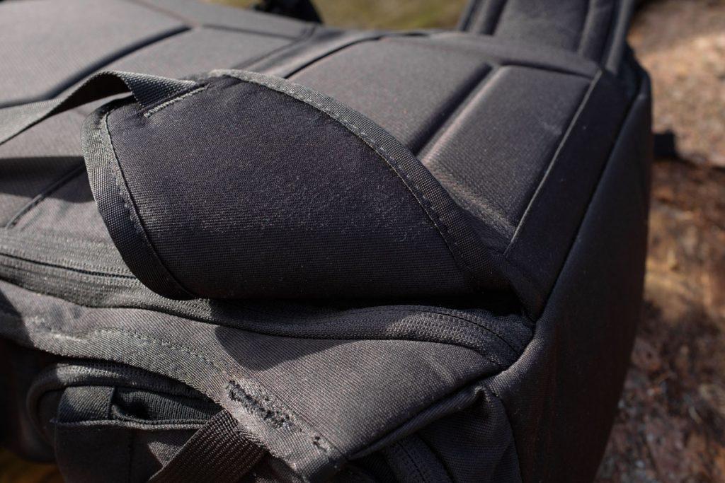 Review Thule Covert DSLR backpack 32L heupriem - Reislegende.nl