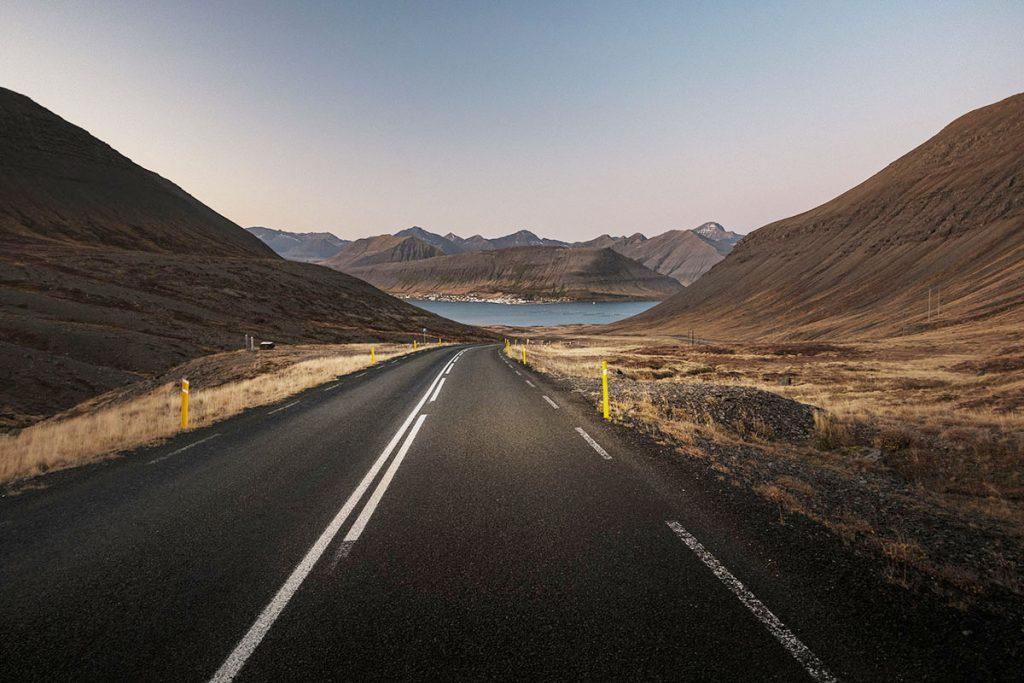 Road 60 richting Dýrafjörður - Road 626 in IJsland: bergpas in de Westfjorden die je niet mag missen - Reislegende.nl
