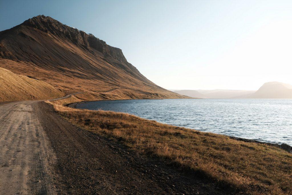 Road 60 langs Arnarfjörður - Road 626 in IJsland: bergpas in de Westfjorden die je niet mag missen - Reislegende.nl
