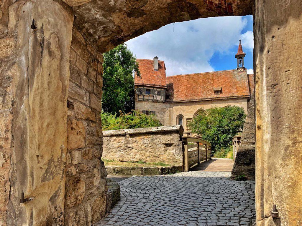 St. Wolfgangskirche Bezienswaardigheden in Rothenburg ob der Tauber Duitsland Romantische Strasse - Reislegende.nl
