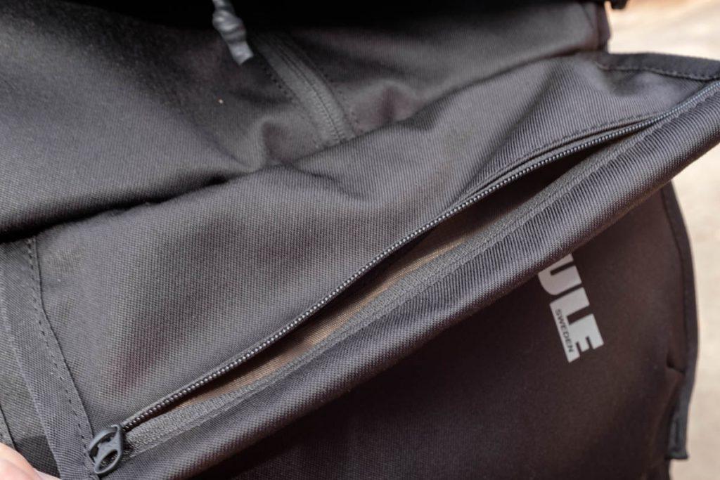 Thule Covert DSLR Backpack 32L REVIEW geheim opbergvakje - Reislegende.nl