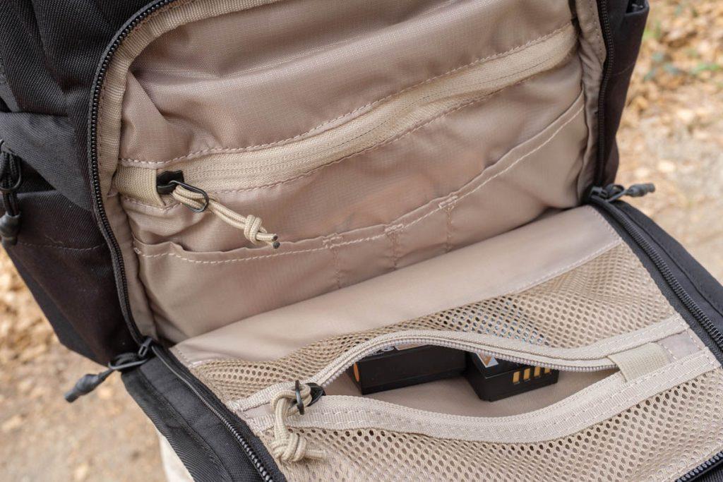 Thule Covert DSLR Backpack 32L REVIEW opbergvakken - Reislegende.nl