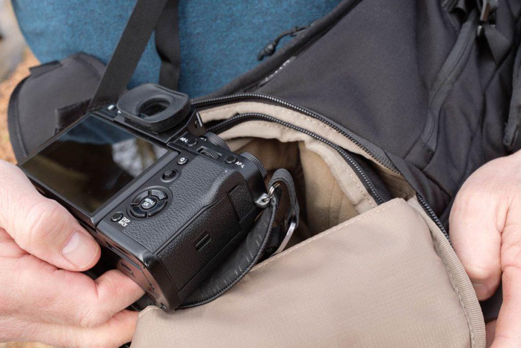Thule Covert DSLR Backpack 32L REVIEW zijkant tas - Reislegende.nl