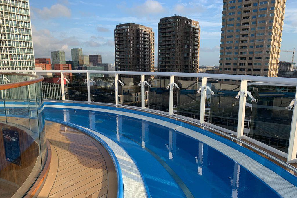 Verschillende zwembaden MSC Grandiosa - Reislegende.nl