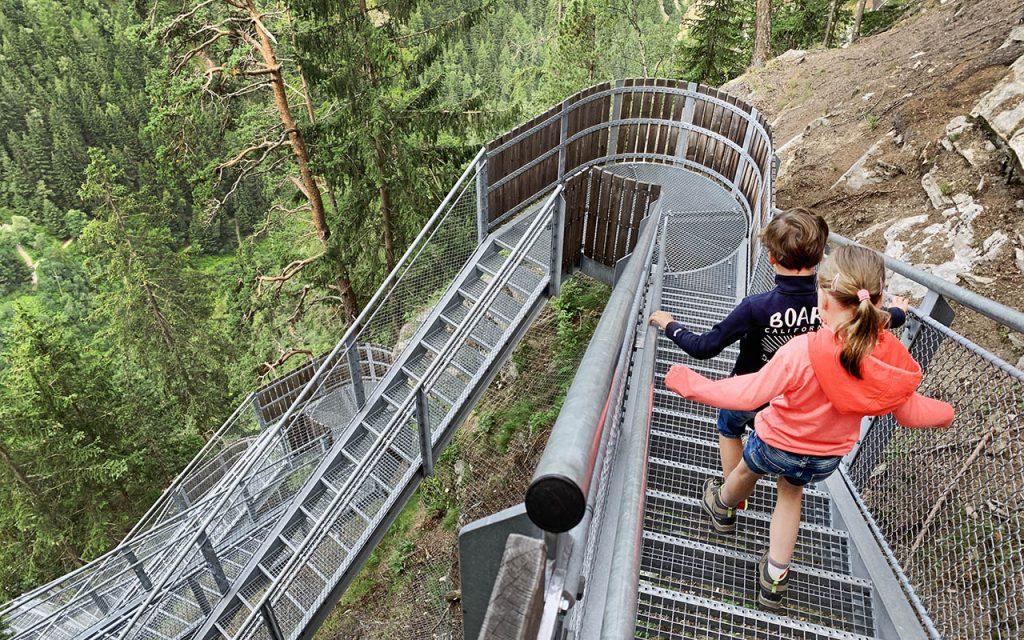 Wandeling met kinderen naar Stuibenfall, hoogste waterval in Tirol - Reislegende.nl