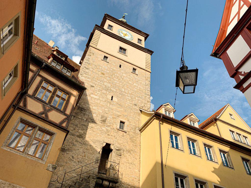 Weisser Turm Bezienswaardigheden in Rothenburg ob der Tauber Romantische Strasse Duitsland - Reislegende.nl
