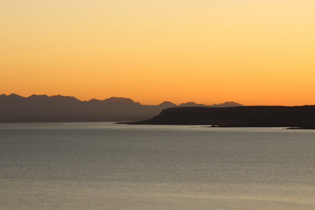 Zonsondergang in de Westfjorden tijdens roadtrip IJsland Reislegende - Reislegende.nl