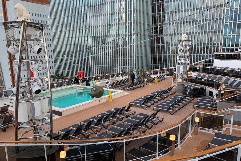 Zwembad op achterdek MSC Grandiosa - Reislegende.nl