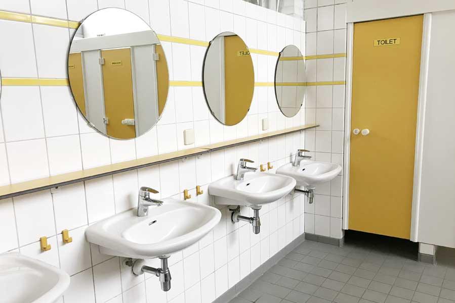 Beerze Bulten sanitairgebouw wastafels - AllinMam.com