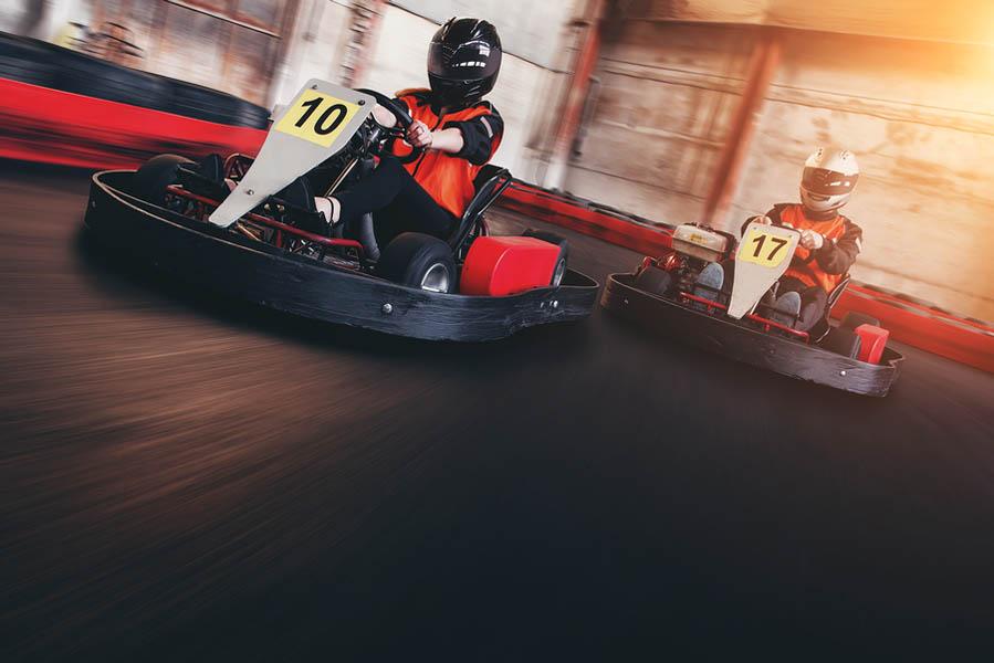 5 activiteiten met kinderen bij slecht weer in Montafon - Indoor karten net buiten Montafon - AllinMam.com