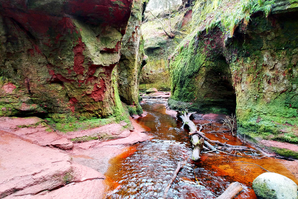 Glen Finnich Devil's Pulpit - Bezoek deze Outlander filmlocaties in Schotland - Reislegende.nl