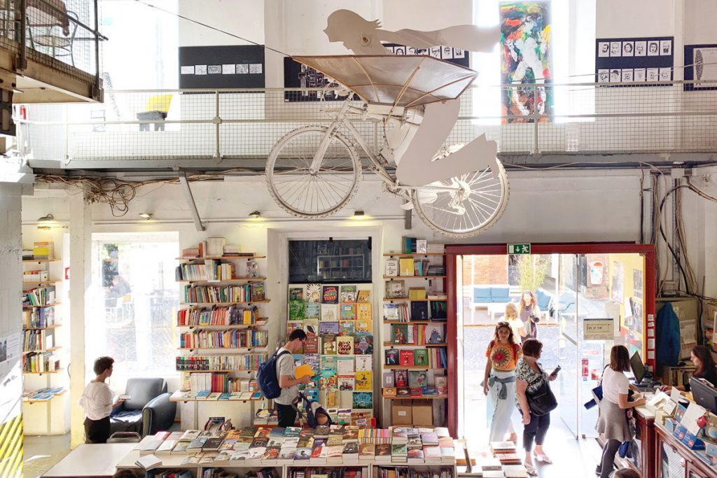 Bookstore Ler Devagar LX Factory Lissabon: 7 bezienswaardigheden in Belém die je niet mag missen - Reislegende.nl