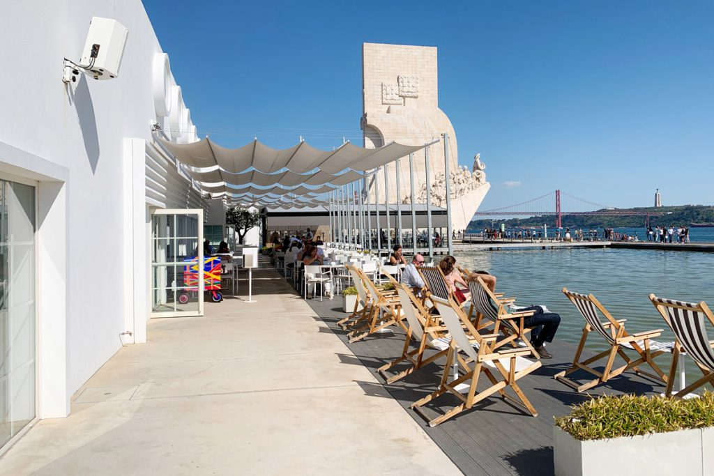 Restaurant met uitzicht op Padrão dos Descobrimentos Lissabon: 7 bezienswaardigheden in Belém die je niet mag missen - Reislegende.nl