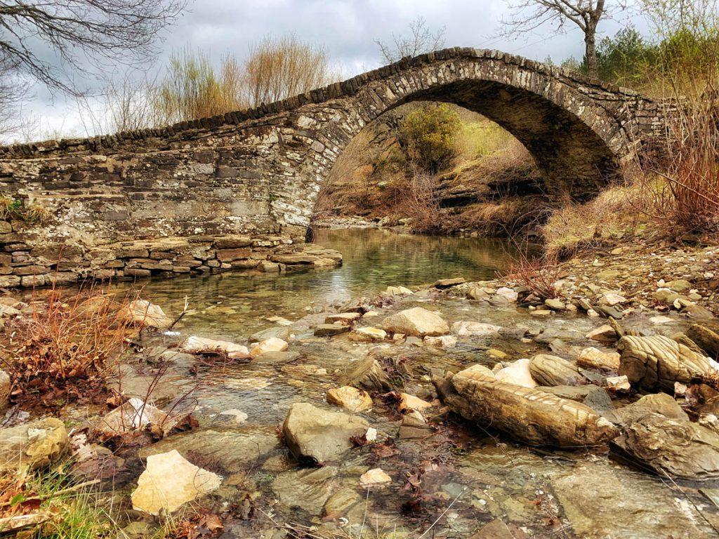 Steenbruggen in Zagoria, noord Griekenland - Reislegende.nl