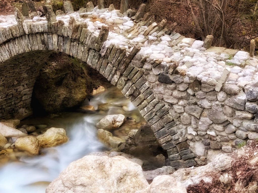 Stenen boogbrug Zagoria - Bruggen in Zagori, noord Griekenland - Reislegende.nl