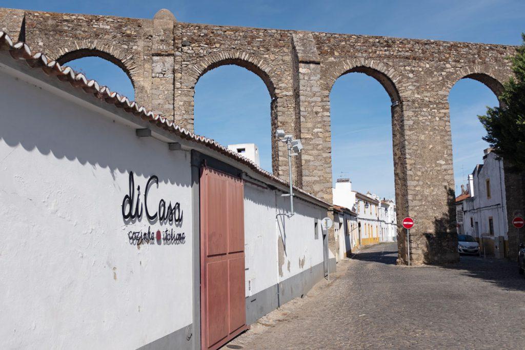 Aquaduct Évora bezienswaardigheden Alentejo rondreis Portugal - Reislegende.nl