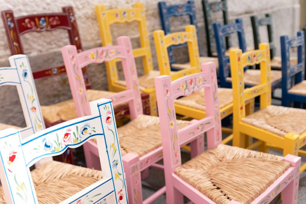 Arraiolos ambachten houten stoeltjes Alentejo bezienswaardigheden - Reislegende.nl