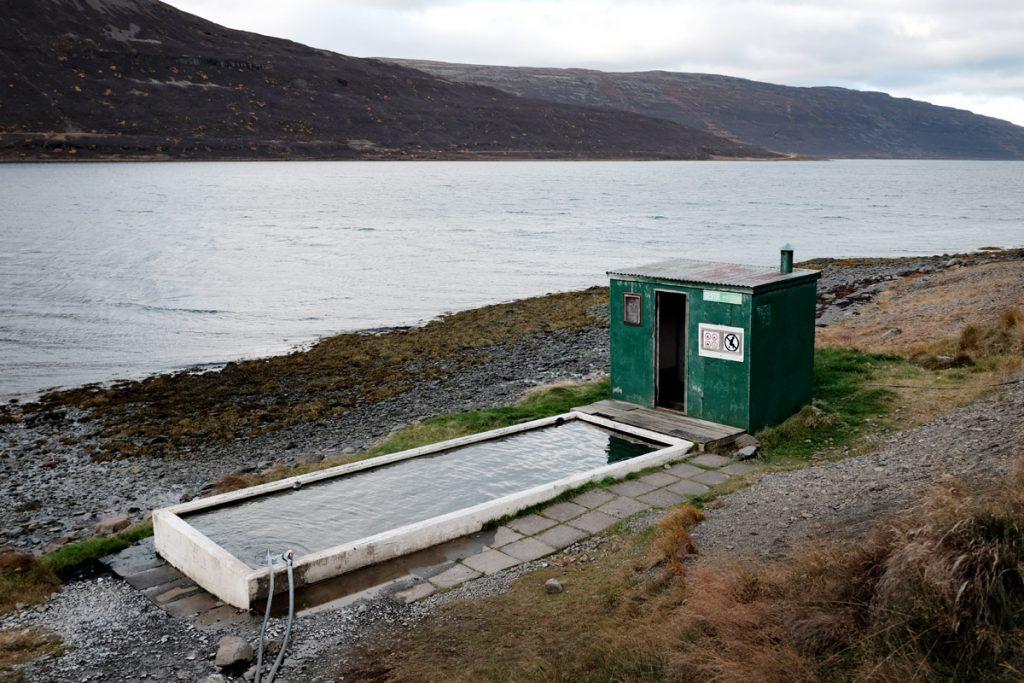 Hörgshliðarlaug hot pool Westfjorden langs road 633 IJsland - Reislegende.nl