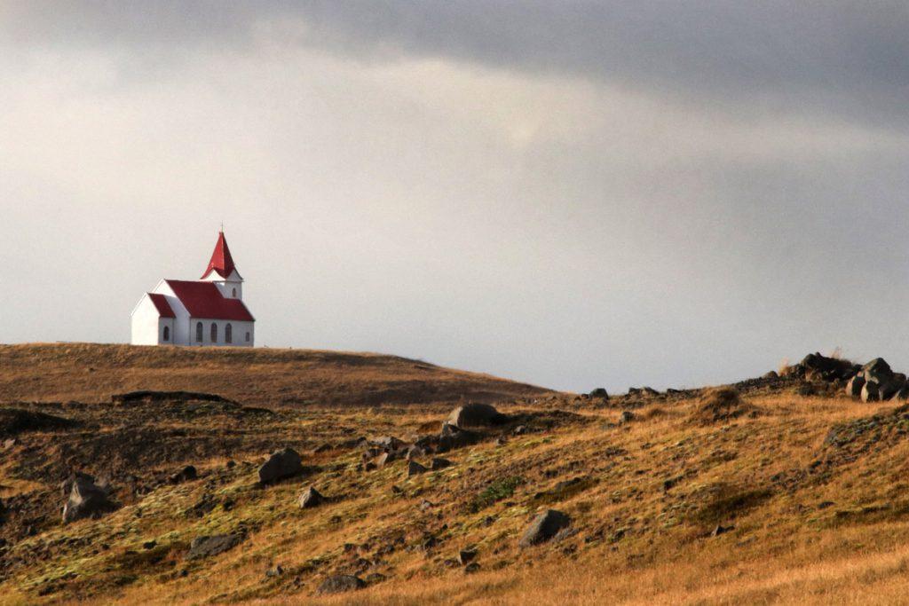 Ingjaldshólskirkja Hellissandur highlights Snaefellsnes IJsland Reislegende - Reislegende.nl