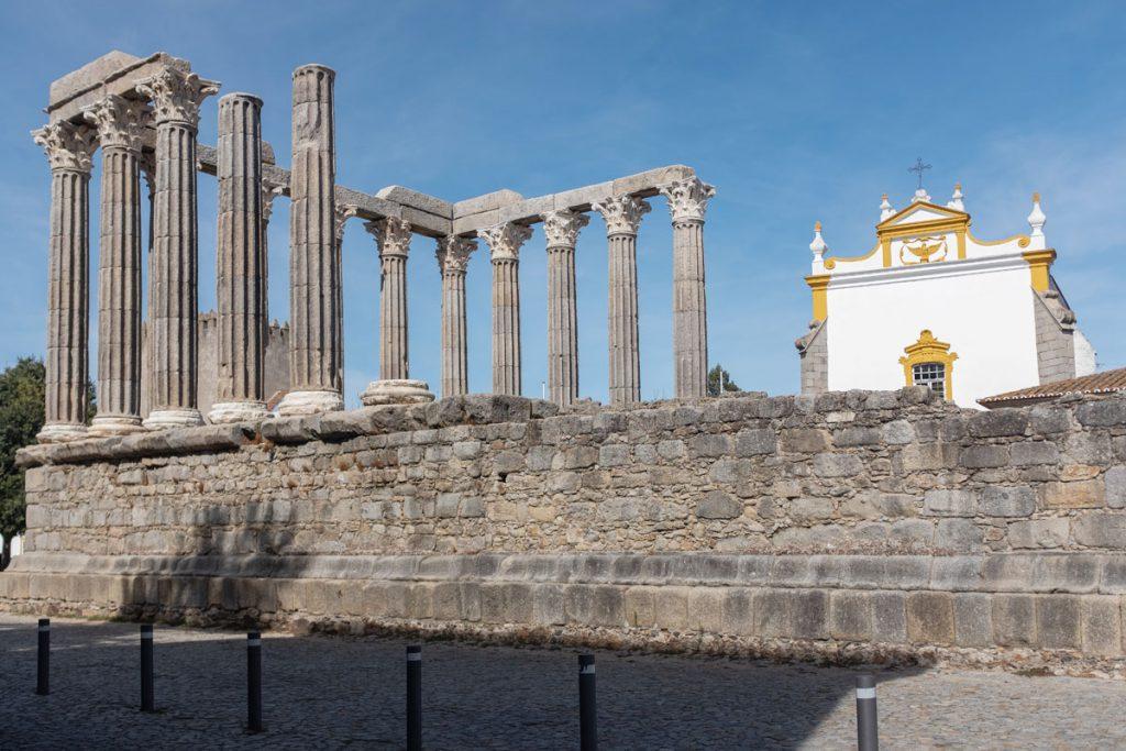 Templo romano Évora bezienswaardigheden Alentejo rondreis Portugal - Reislegende.nl