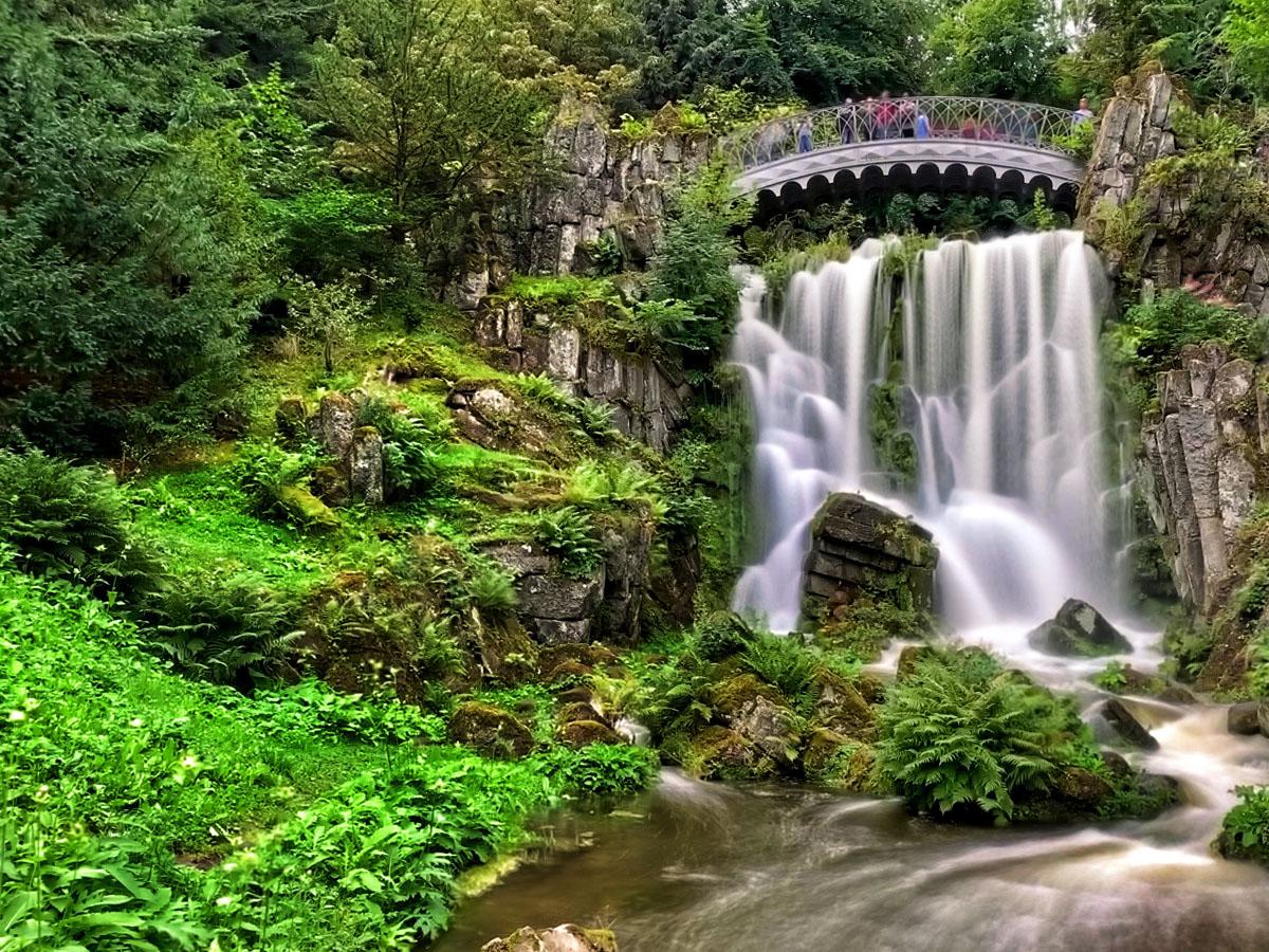 Teufelsbrücke Wasserfall - Waterspelen in Kassel, bergpark Wilhelmshöhe - Reislegende.nl