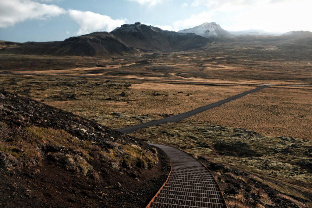 Uitzicht vanaf Saxhóll krater trappen Snaefellsnes schiereiland IJsland Reislegende - Reislegende.nl