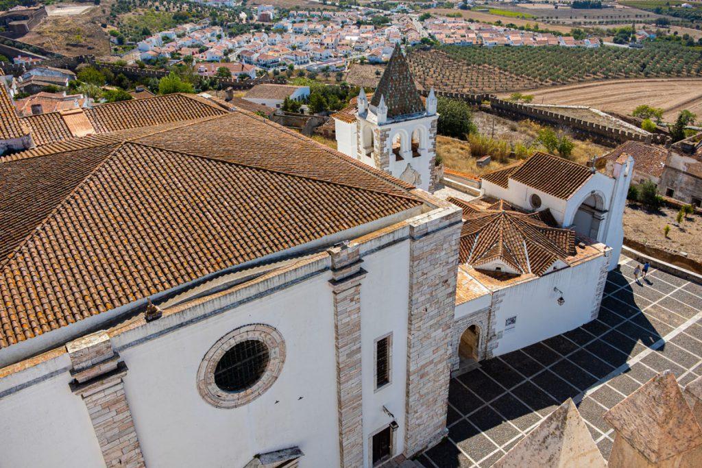 Estremoz uitzicht vanaf Torre das Três Coroas Toren van de drie Kronen oude bovenstad rondreis door Alentejo met de auto Portugal - Reislegende.nl